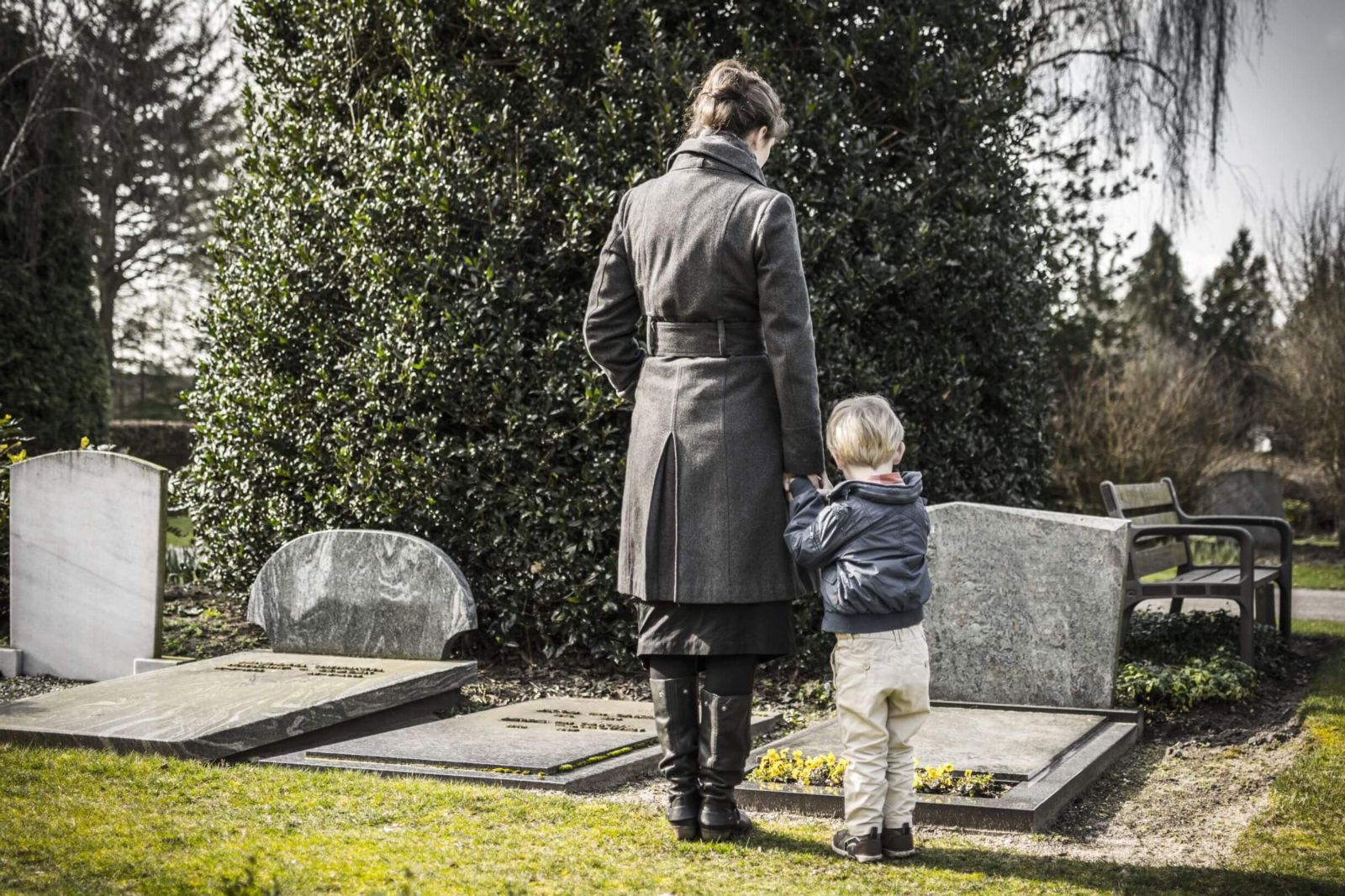 Wrongful Death Lawyer New York family at grave